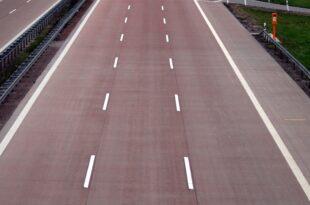 Umfrage Jeder Zweite fuer Tempolimit auf Autobahnen 310x205 - Umfrage: Jeder Zweite für Tempolimit auf Autobahnen