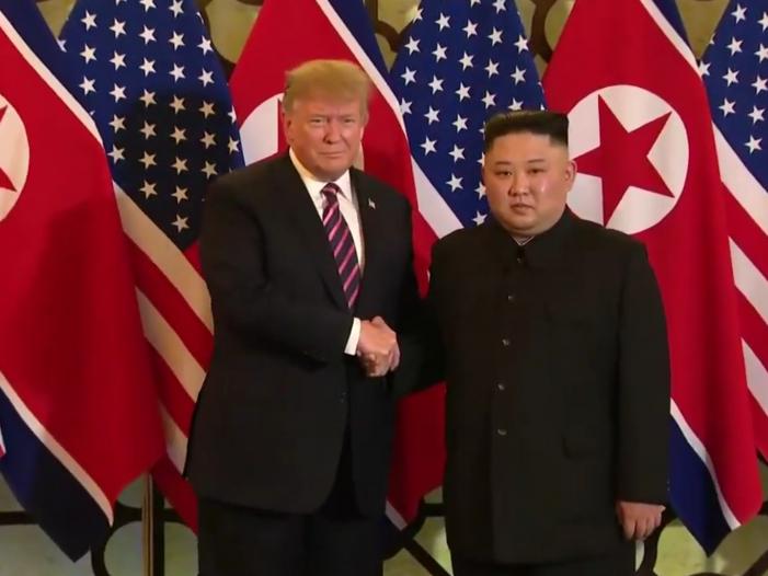 Photo of Trump und Kim zu Gipfel in Hanoi zusammengekommen
