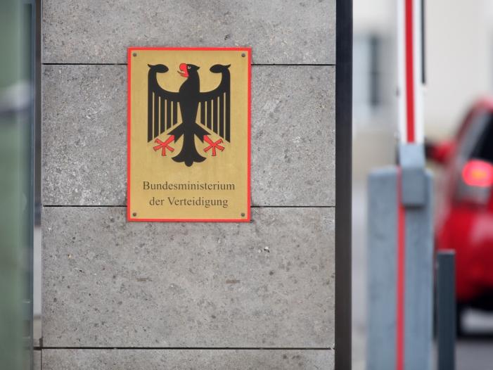 Photo of Bundeswehr-Jet entgeht nur knapp einem Unglück