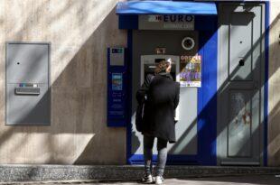 Deutsche nutzen im Auslandsurlaub ueberwiegend Bargeld 310x205 - Deutsche nutzen im Auslandsurlaub überwiegend Bargeld