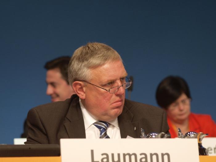 Bild von NRW-Gesundheitsminister Laumann für Impfpflicht gegen Masern
