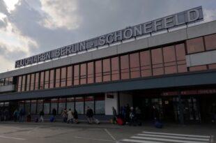 Regierungsflieger schwer beschaedigt nach Notlandung in Berlin 310x205 - Regierungsflieger schwer beschädigt nach Notlandung in Berlin