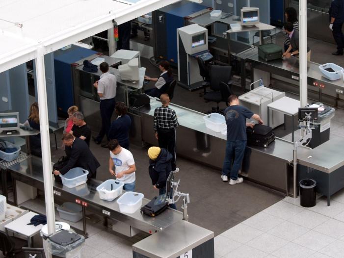 Bild von Bundespolizei kritisiert Flughäfen und Fluggesellschaften