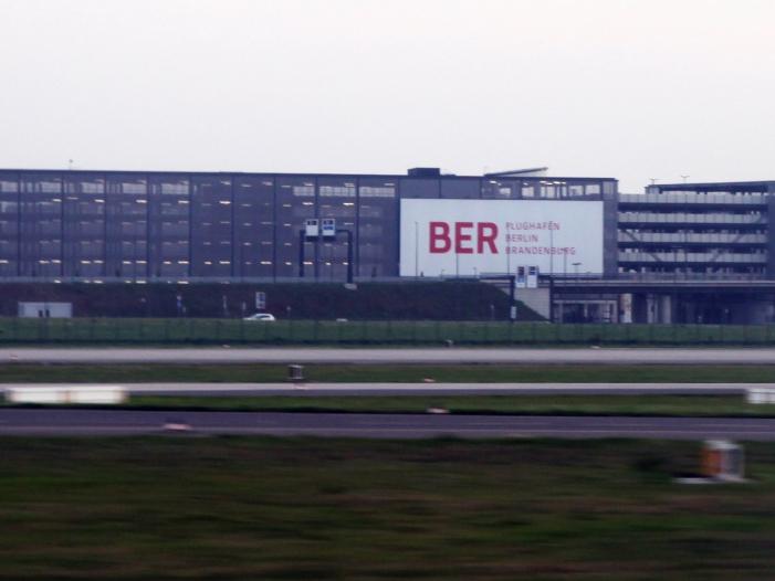"""Flughafenchef sieht BER """"im Zeitplan"""""""