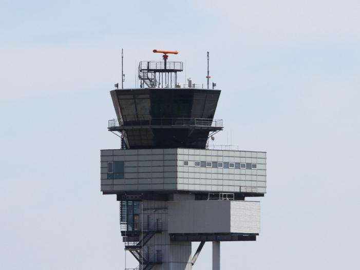 Photo of Flugsicherung droht Engpass – Flugverspätungen befürchtet