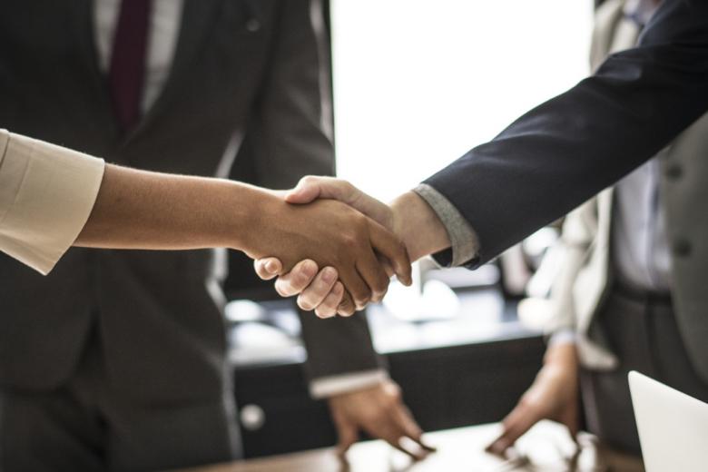 Handschlag - Firmennachfolge - die Finanzierung sorgt oft für Probleme