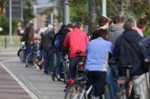 Innenpolitiker wollen Fahrverbote fuer Gaffer bei Unfaellen 310x205 - Innenpolitiker wollen Fahrverbote für Gaffer bei Unfällen