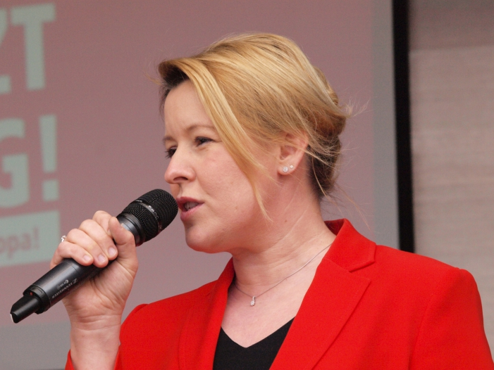 Photo of Plagiatsvorwürfe: FDP bringt Rücktritt von Giffey ins Gespräch