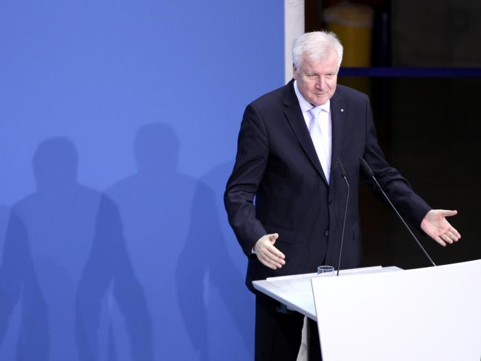 Seehofer laesst Berlin Bonn Umzug schleifen - Seehofer lässt Berlin-Bonn-Umzug schleifen