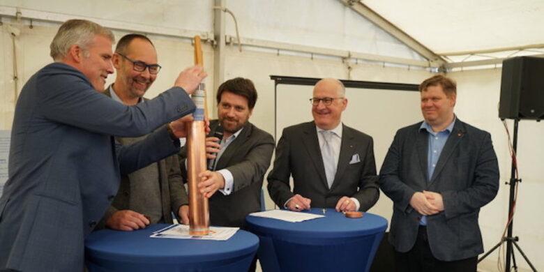 Wasserkraftwerk - Grundsteinlegung für Schauwasserkraftwerk Erfurt