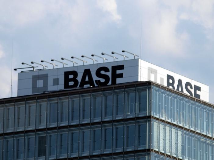 BASF rechnet mit Stellenabbaua