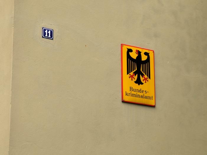 BKA prueft Fruehwarnsystem fuer Rechtsextremisten - BKA prüft Frühwarnsystem für Rechtsextremisten
