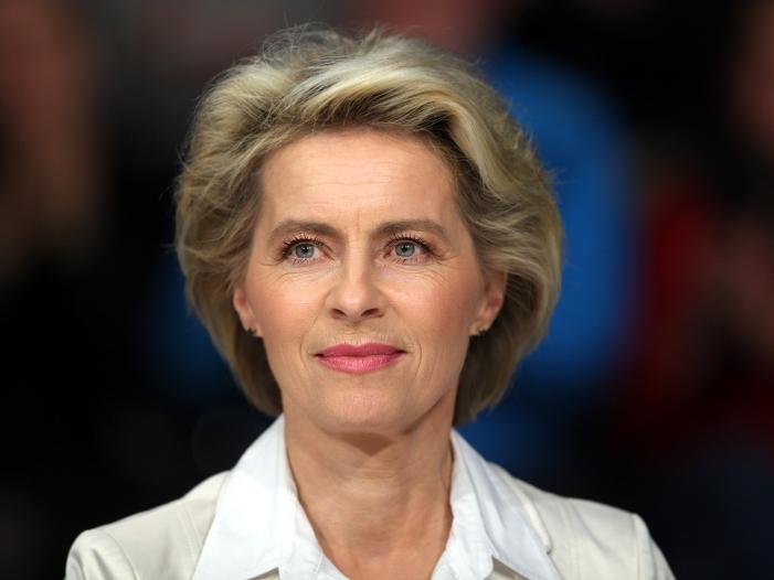 Berateraffaere Gruene kritisieren Verteidigungsministerin - Berateraffäre: Grüne kritisieren Verteidigungsministerin
