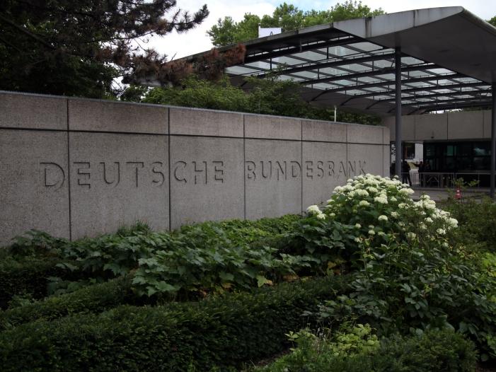 Bild von Bundesbankpräsident bekennt sich zu EZB-Anleiheprogramm