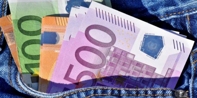 Euroscheine 1 660x330 - Überbrückung von finanziellen Engpässen mit Fremdkapital