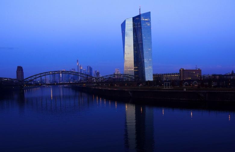 Eurotower - Umfrage: Banken fordern höhere Zinsen