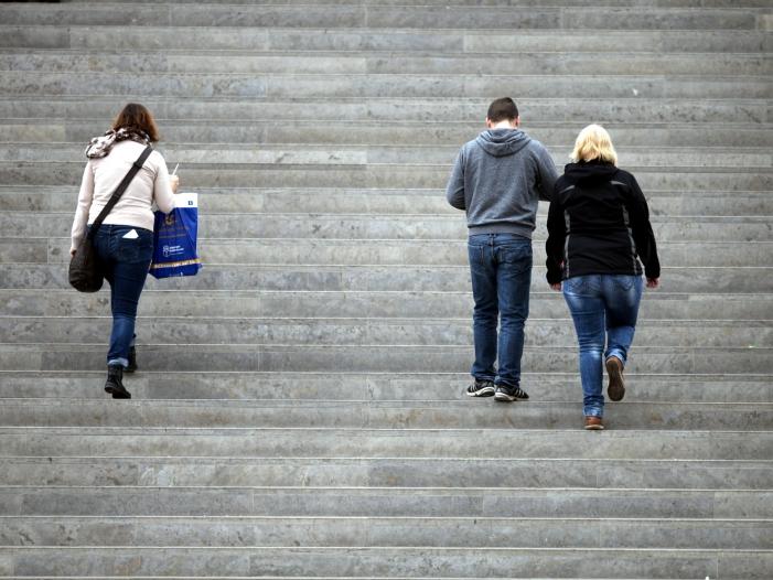 Photo of Knapp jeder Zehnte in Deutschland fühlt sich einsam