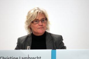 Lambrecht als Bundesjustizministerin vereidigt 310x205 - Lambrecht als Bundesjustizministerin vereidigt