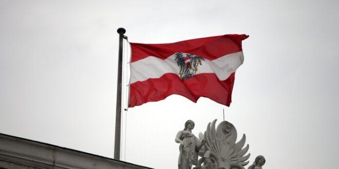 Oesterreichs Bundespraesident vereidigt Uebergangskanzlerin 660x330 - Österreichs Bundespräsident vereidigt Übergangskanzlerin