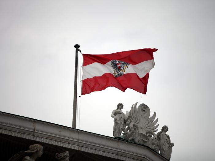 Bild von Österreichs Bundespräsident vereidigt Übergangskanzlerin