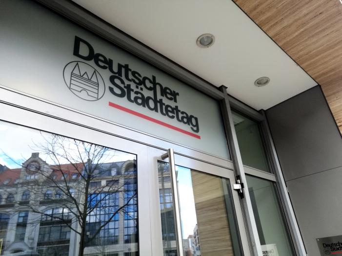 Staedtetags Vizepraesident will Schuldenschnitt fuer Kommunen - Städtetags-Vizepräsident will Schuldenschnitt für Kommunen