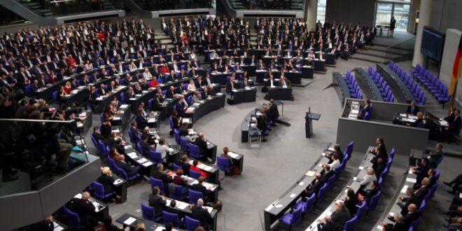 Ueber 80 Prozent der Bundestagsabgeordneten haben Hochschulabschluss 660x330 - Über 80 Prozent der Bundestagsabgeordneten haben Hochschulabschluss