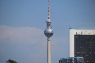 Abgeordnete in Berlin Bonn Debatte gespalten 310x205 - Abgeordnete in Berlin-Bonn-Debatte gespalten