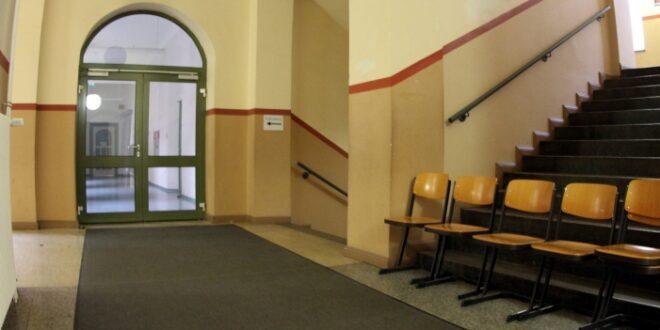 NRW Schulministerin prueft finanzielle Anreize fuer Lehrer 660x330 - NRW-Schulministerin prüft finanzielle Anreize für Lehrer