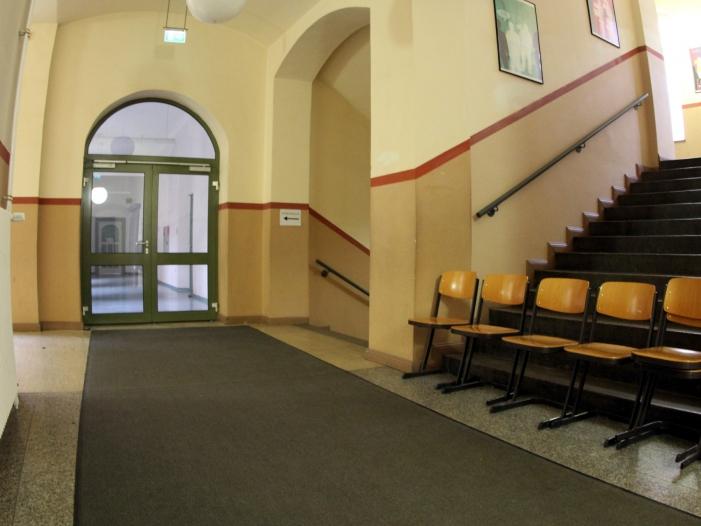 Photo of NRW-Schulministerin prüft finanzielle Anreize für Lehrer