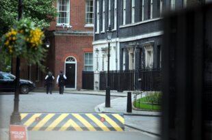 Neuer britischer Premierminister nimmt Amtsgeschaefte auf 310x205 - Neuer britischer Premierminister nimmt Amtsgeschäfte auf