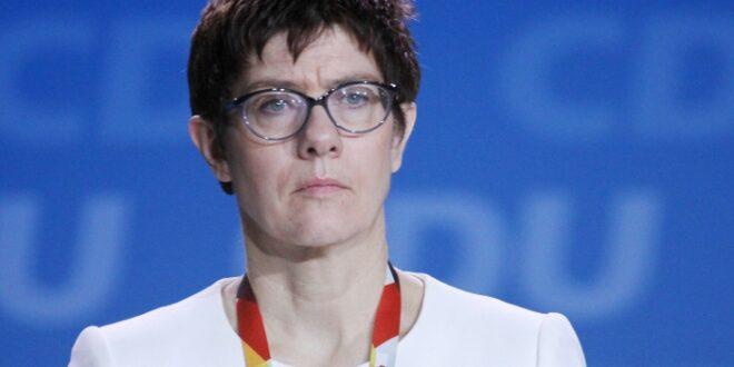 Umfrage Mehrheit spricht AKK Eignung als Verteidigungsministerin ab 660x330 - Umfrage: Mehrheit spricht AKK Eignung als Verteidigungsministerin ab