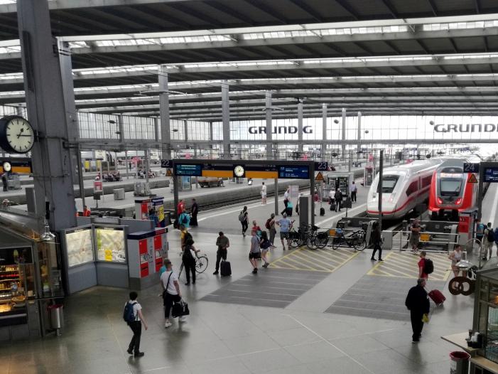 Verkehrspolitiker debattieren über mehr Sicherheit an Gleisen