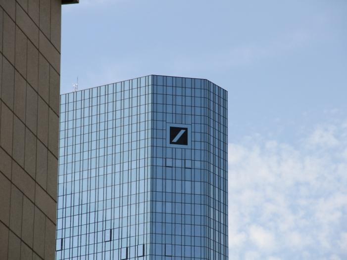 Wirtschaft befuerwortet Umbauplaene der Deutschen Bank - Wirtschaft befürwortet Umbaupläne der Deutschen Bank