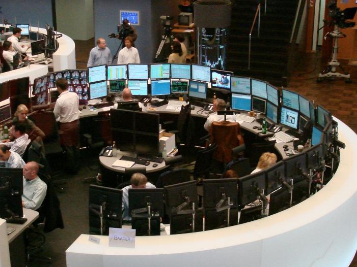 DAX startet freundlich Anleger warten auf Fed Protokolle - DAX startet freundlich - Anleger warten auf Fed-Protokolle