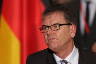 """Entwicklungsminister will Gruenen Knopf im September vorstellen 310x205 - Entwicklungsminister will """"Grünen Knopf"""" im September vorstellen"""