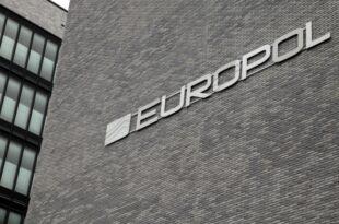 Europol klagt über Handel mit falschen Pässen 310x205 - Europol klagt über Handel mit falschen Pässen