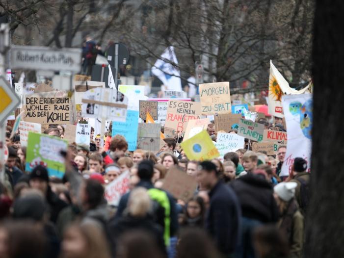 """Bild von """"Fridays for Future""""-Vertreterin tritt bei IAA auf"""