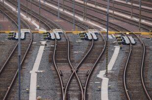 Gruene wollen mehr Geld fuer E Mobilitaet auf der Schiene 310x205 - Grüne wollen mehr Geld für E-Mobilität auf der Schiene
