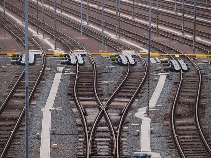Photo of Grüne wollen mehr Geld für E-Mobilität auf der Schiene