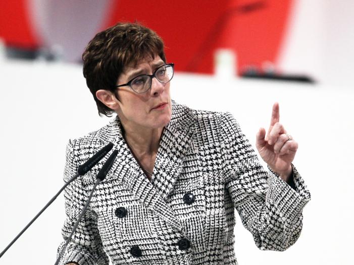 Bild von Kramp-Karrenbauer bricht mit Ex-Verfassungsschutzchef Maaßen
