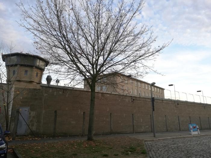"""Leiter der Stasi Unterlagenbehoerde nennt Gleichsetzung absurd - Leiter der Stasi-Unterlagenbehörde nennt Gleichsetzung """"absurd"""""""