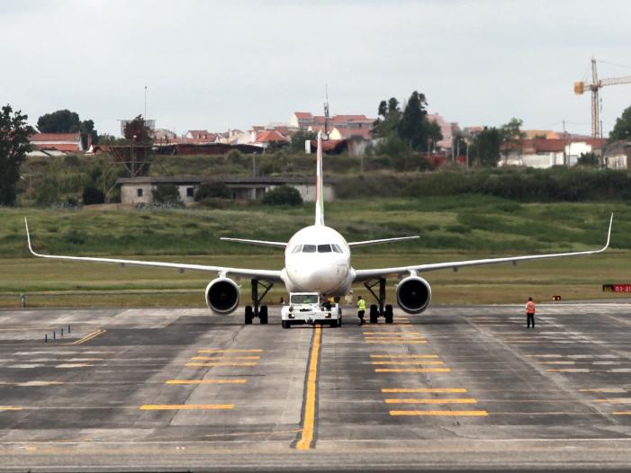 Mehr Fluggaeste und weniger Luftfracht im ersten Halbjahr - Mehr Fluggäste und weniger Luftfracht im ersten Halbjahr 2019