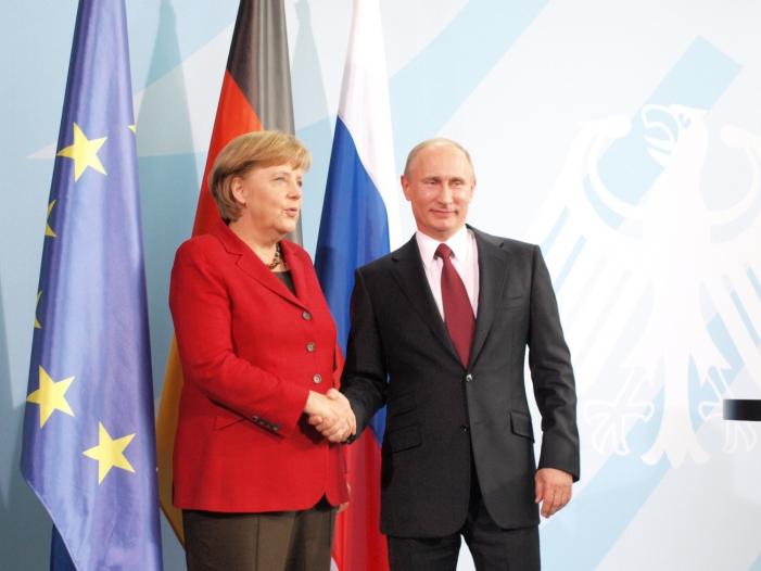 Photo of Merkel spricht mit Putin über Ukraine