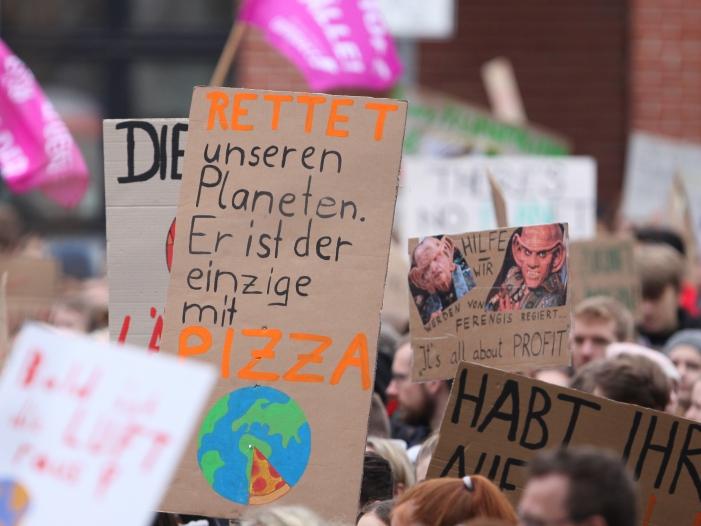 "NRW Schulministerin droht Fridays for Future Aktivisten - NRW-Schulministerin droht ""Fridays for Future""-Aktivisten"