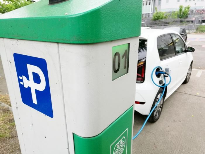 Regierung vom Ausbauziel fuer Elektroauto Tankstellen weit entfernt - Regierung vom Ausbauziel für Elektroauto-Tankstellen weit entfernt