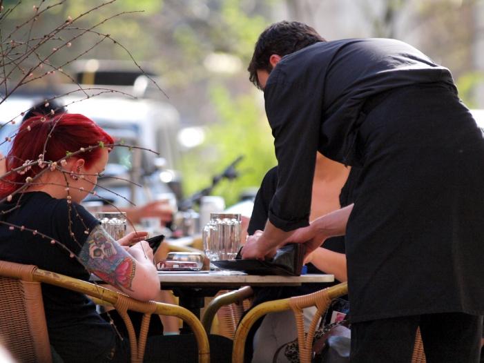 Bild von Studenten verdienen zwischen 9,50 und 30 Euro pro Stunde