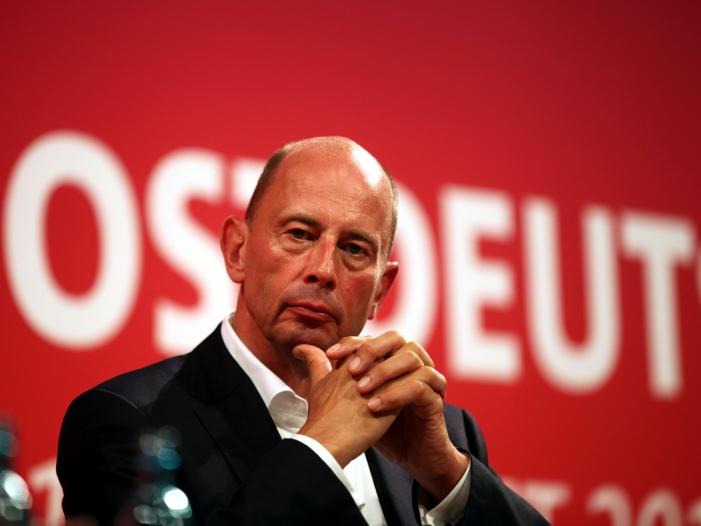 Tiefensee will weniger bekannte SPD Vorsitzbewerber unterstuetzen - Tiefensee will weniger bekannte SPD-Vorsitzbewerber unterstützen
