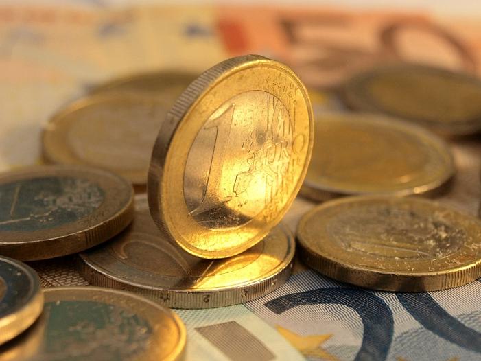 Umfrage Mehrheit will Verbot von Strafzinsen fuer Kleinsparer - Umfrage: Mehrheit will Verbot von Strafzinsen für Kleinsparer