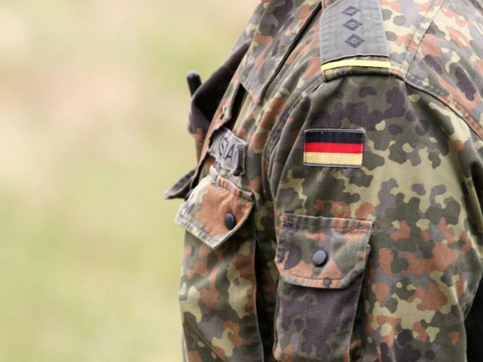 Verteidigungsministerin will Verlaengerung des Irak Einsatzes - Verteidigungsministerin will Verlängerung des Irak-Einsatzes