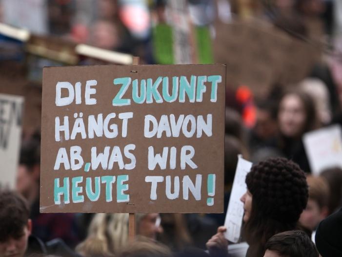 """Photo of Ökonomen warnen Regierung vor """"Klein-Klein"""" beim Klimaschutz"""